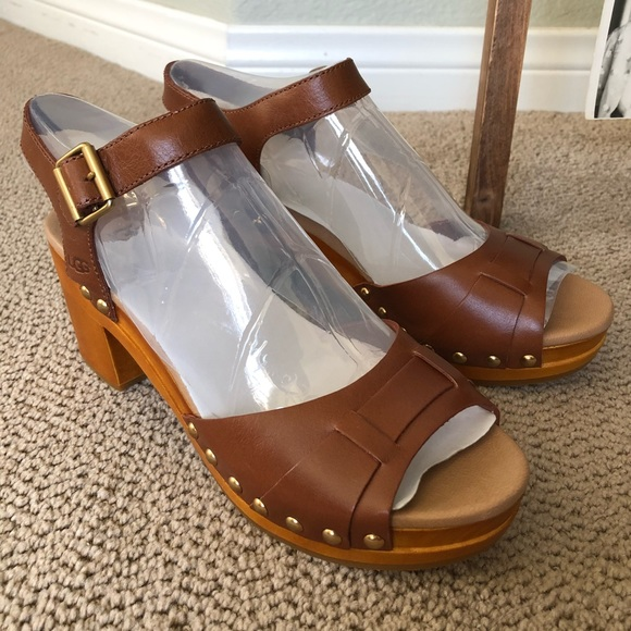 00a666abaaa UGG Janie Leather Strap Sandal Color: Tan Leather NWT